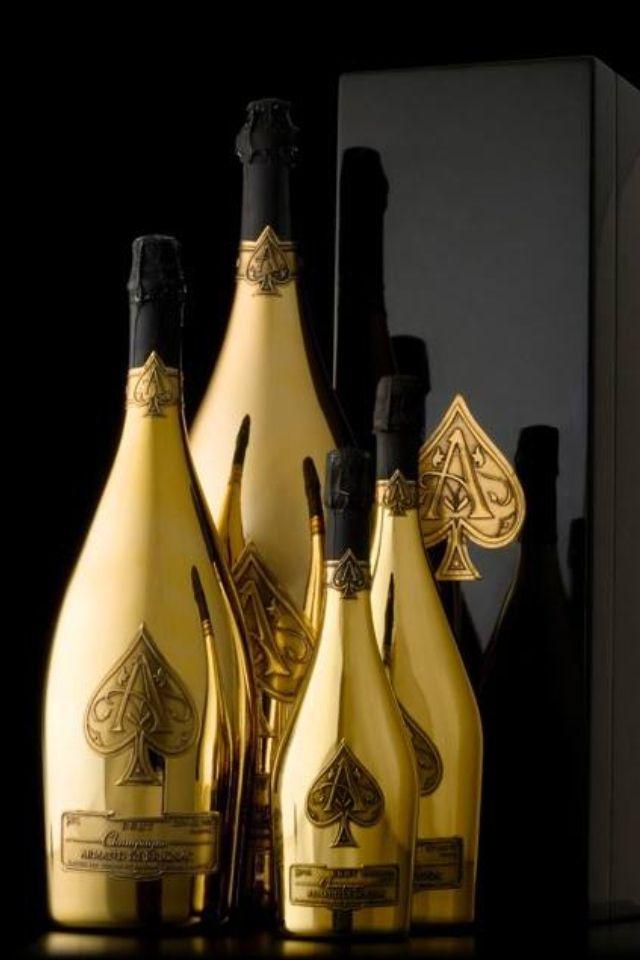 Bouteille en or | Bouteille, Vins et spiritueux, Bouteille d alcool