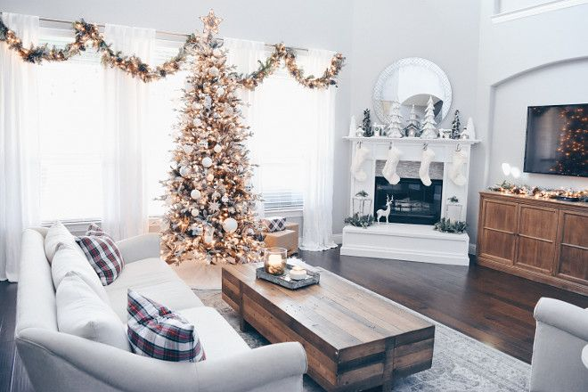 Living room Christmas Decor - more on Home Bunch blog