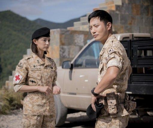 Jin Goo Kim Ji Won To Develop Love Line In Descendants Of The Sun Song Hye Kyo Aktor Korea Descendants