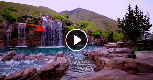 [Trending Now] At First Look It Was An Ordinary Waterfall But As I Looked Closer I Found That It Was Even More Stunning!