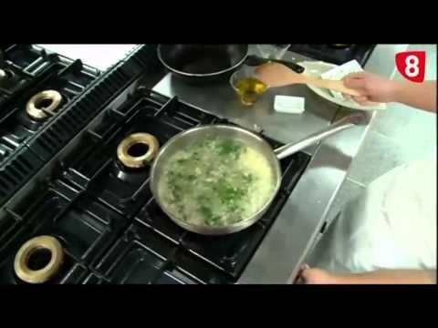 Medallones de merluza en salsa verde. SIN GLUTEN - YouTube