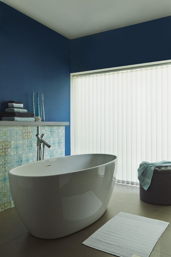 Keep Accessories And Furniture Simple With Neutral Colours To Make - Waterproof blinds for the bathroom for bathroom decor ideas