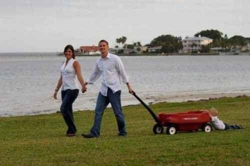 Diese Eltern, die ihren Spaziergang genießen