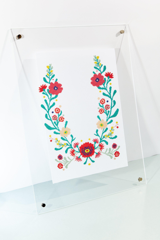 Free cross stitch chart by DMC | FREE PATTERNS | Pinterest | Bordado
