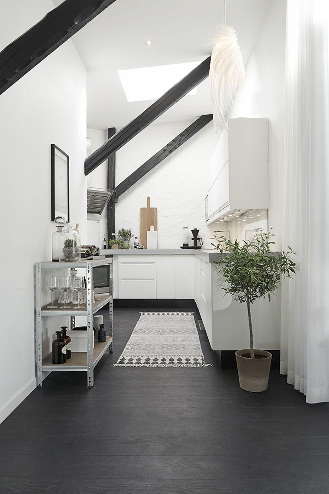 Bel Appartement Moderne Sous Le Toit Au Design Scandinave A Goteborg