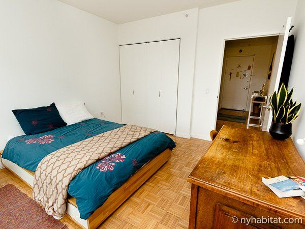 Looking For A Perfect Place To Call Your Space Consider Roosevelt Island Http Www Nyhabitat Com With Images Rooms For Rent New York Apartments New York City Apartment