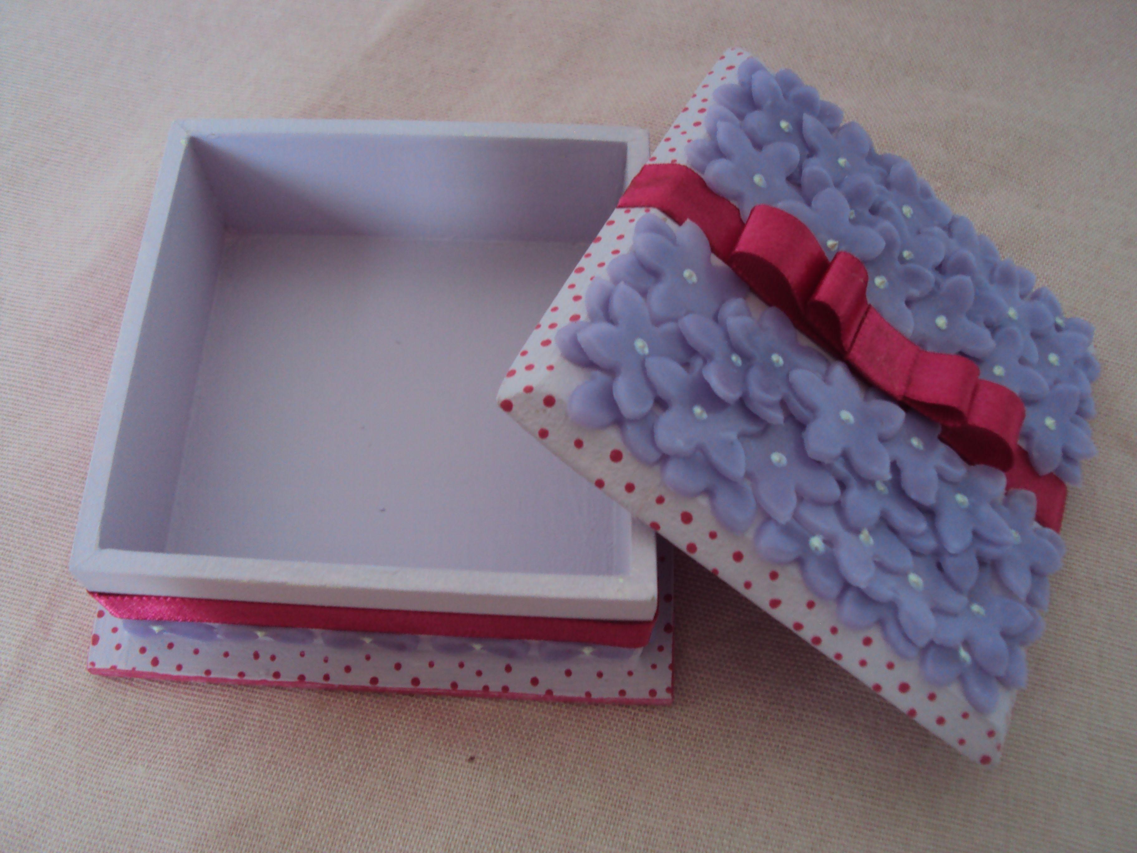 caixa de mdf decorada com biscuit.