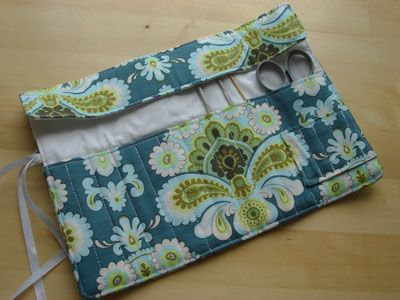 crochet hook roll - tutorial