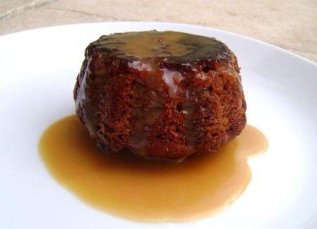 C'est lors d'un déplacement en professionnel en Angleterre datant d'il y a quelques années que j'ai découvert cette fabuleuse recette traditionnelle anglaise, le Sticky (Stuffy : lapsus révélateur!) Toffee Pudding. Si certaines personnes à ma table trouvaient...