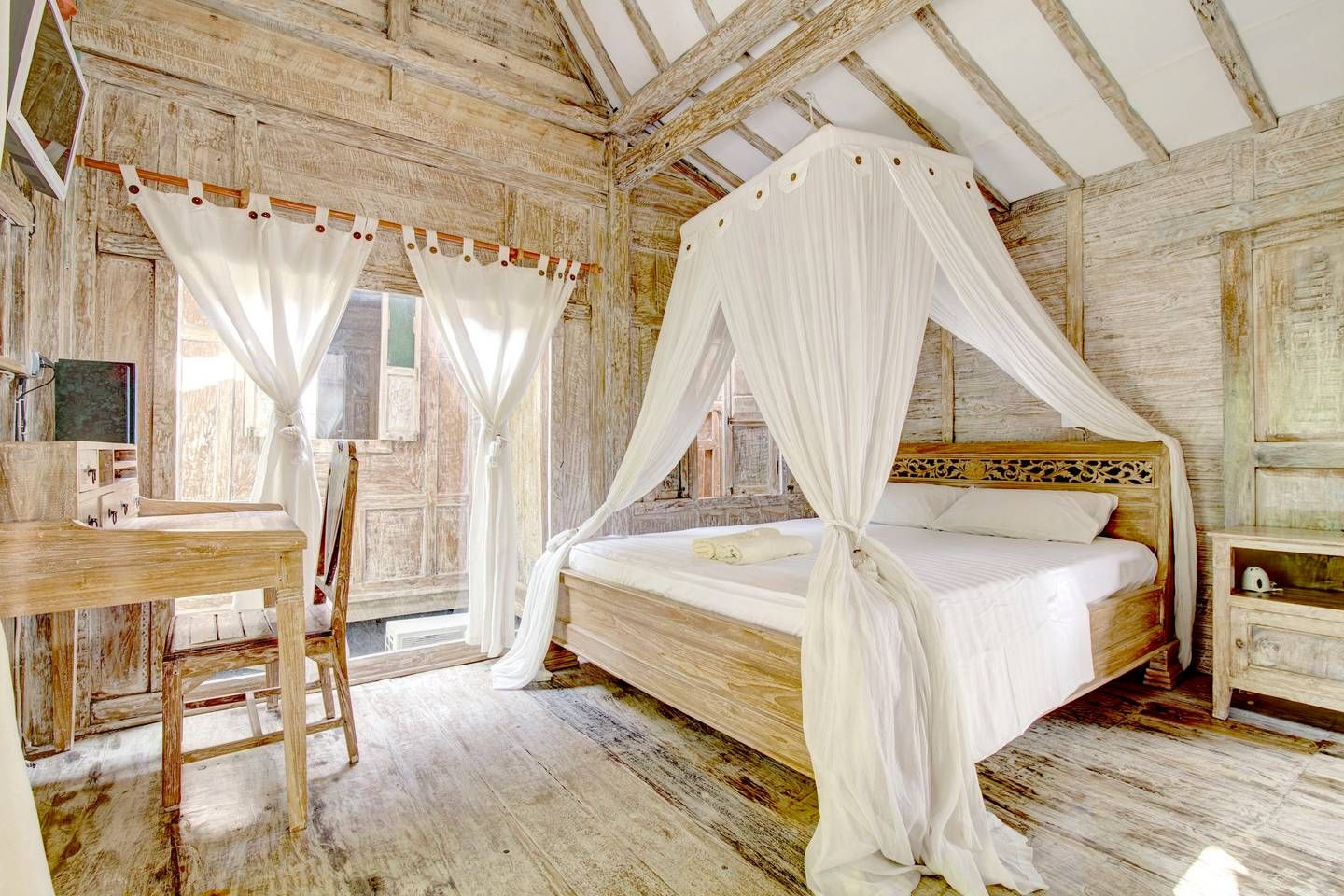 Antique Garden Cabins With Heart 3 Cabins For Rent In Denpasar Bali Indonesia Garden Cabins Home Wooden Cottage