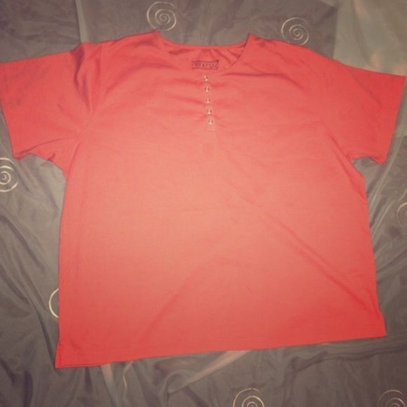 """Cute Plus Size Fashion Bug Top 22/24 Cute summer top from Fashion Bug. Size 22/24. 65% Polyester 35% Cotton. Length 28"""". Excellent Condition. All items from clean smoke/pet free home. Thanks Fashion Bug Tops Tees - Short Sleeve"""