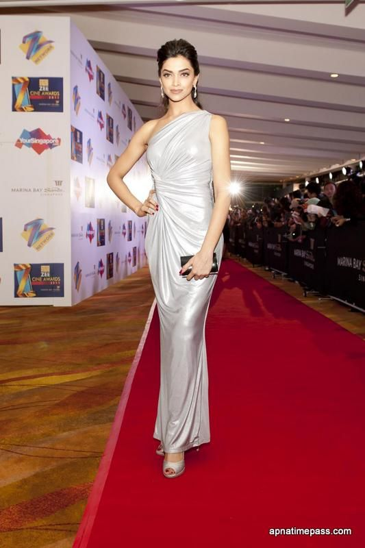Deepika Padukone Photo in White Dress #2 - Apnatimepass ...