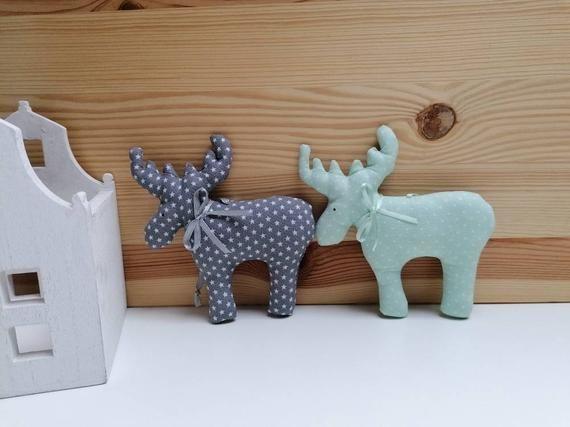 2 Elche aus Stoff zum Aufhängen, mint-grün grau, Landhausstil