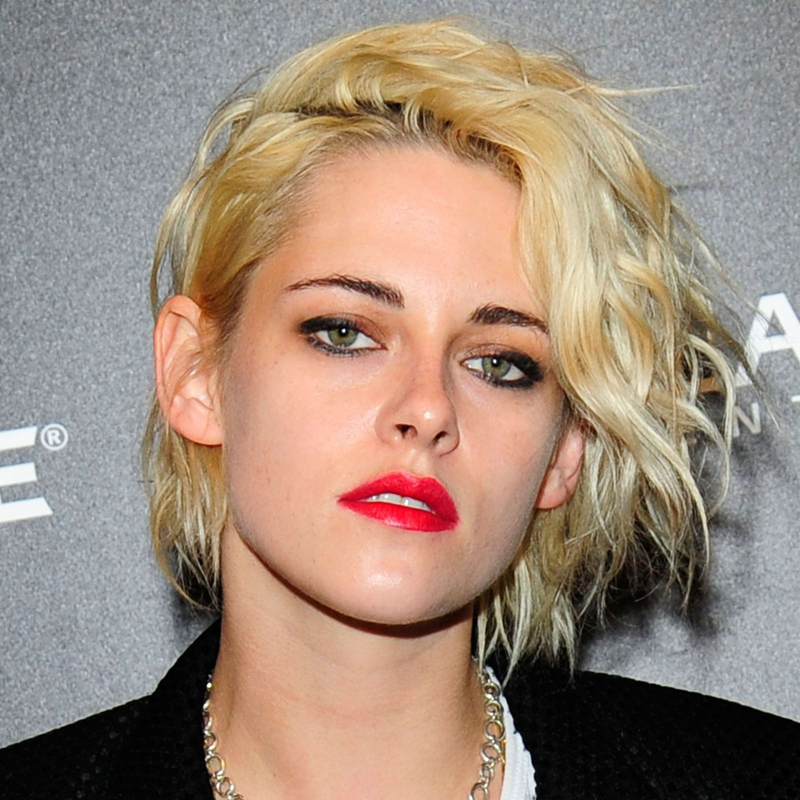 cute short hairstylesuand how to pull them off kristen stewart