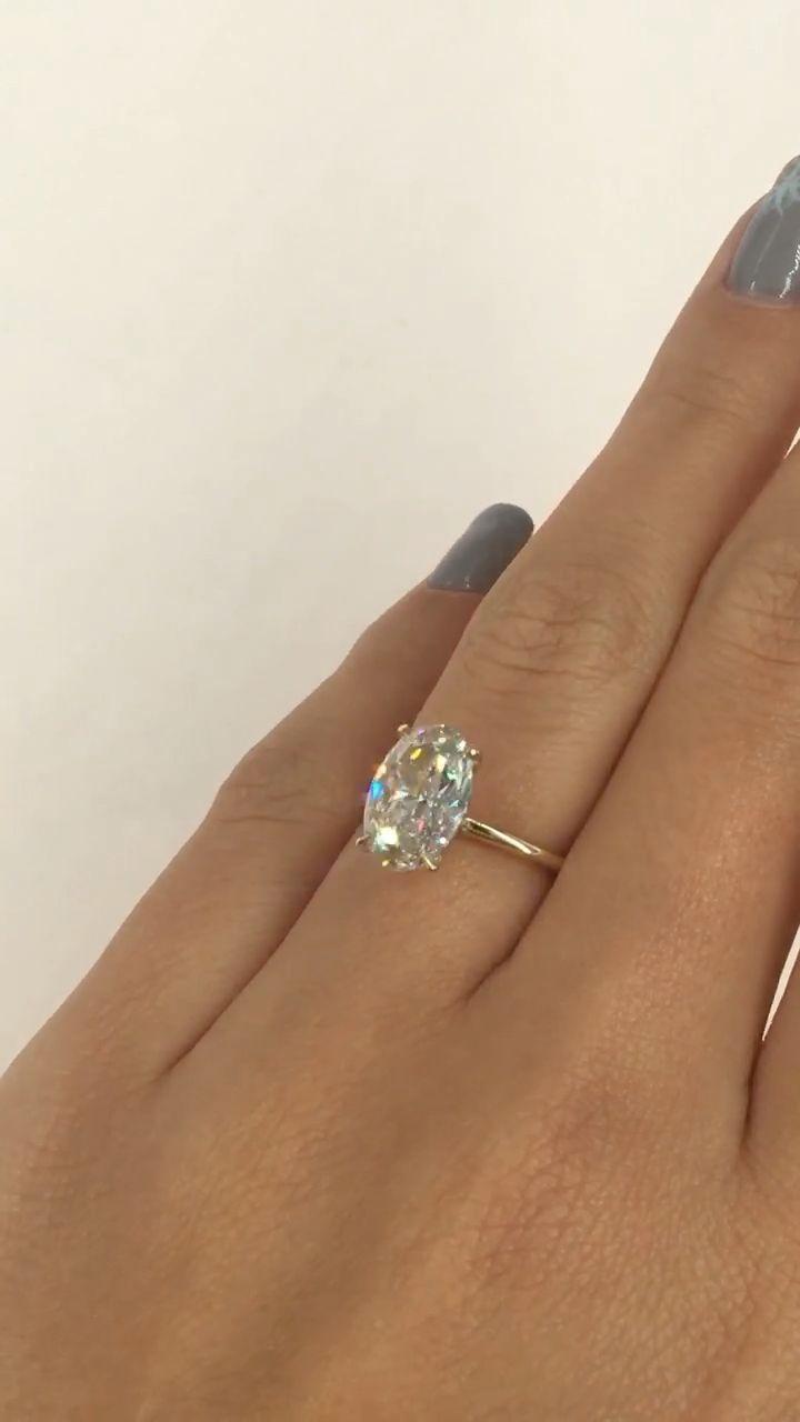 Atemberaubender Ovaler Verlobungsring 1 5 Karat Ovaler Diamant Verlobungsring In Einem Schlanken Solitar In 2020 Ovale Verlobungsringe Ring Verlobung Verlobungsring