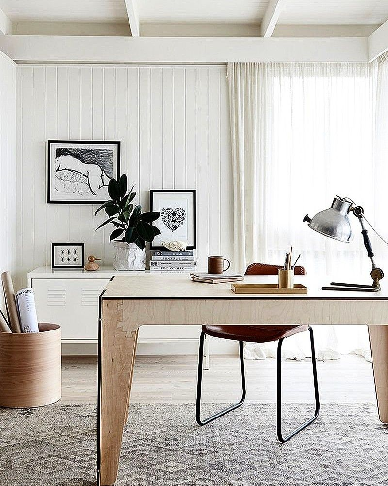 Small Space Homeoffice Corner Desk: #White Equals #relaxation. # Homeoffice #homeofficeideas