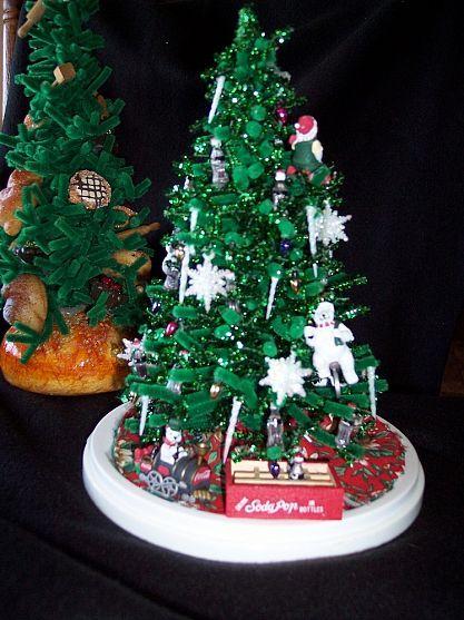 DIY Small Christmas Tree Fun Small christmas trees and Christmas tree - how to decorate a small christmas tree