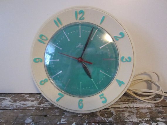 Pleasant Vintage Kitchen Clock Vintage Alarm Clocks Kitchen Home Interior And Landscaping Synyenasavecom