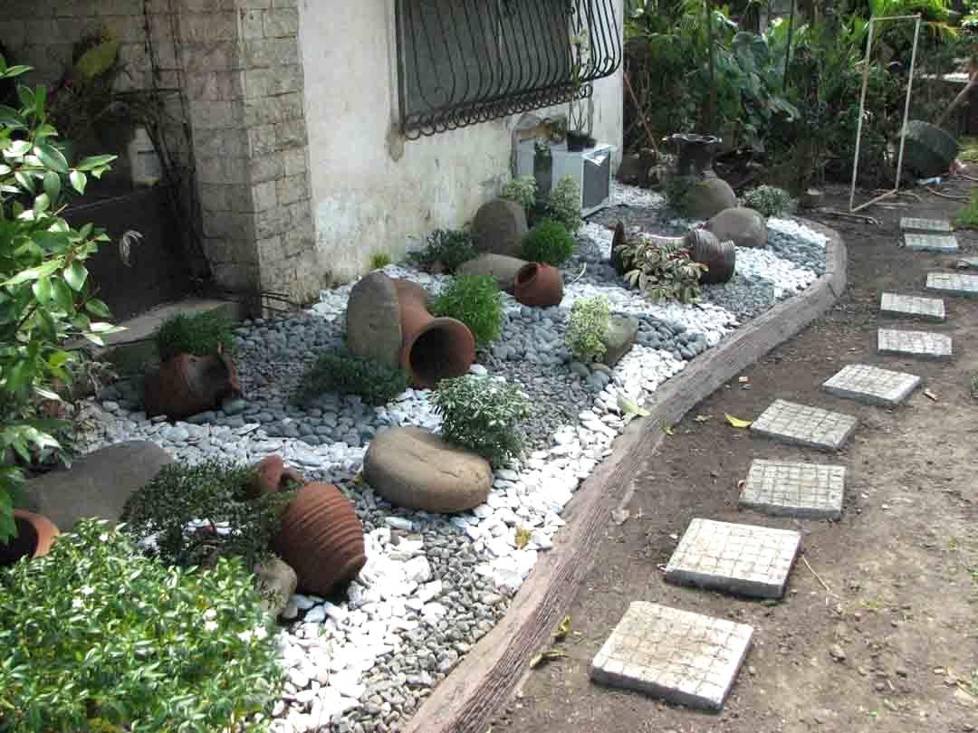 Pin By Ervin Filart On Gardens Simple Garden Designs Garden