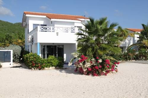 Marazul Ocean Front Apartment Westpunt Located in Westpunt, Marazul Ocean Front Apartment offers an outdoor pool. This self-catering accommodation features free WiFi and free private parking.  Accommodation will provide you with a TV, air conditioning and a balcony.