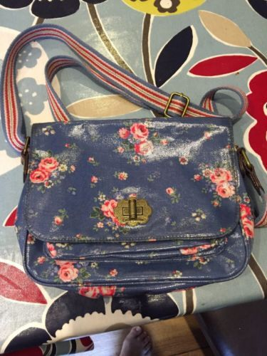 Cath Kidston Across Body Bag Blue Flower https://t.co/CgSg3zHngv https://t.co/RaYZQG4ucz