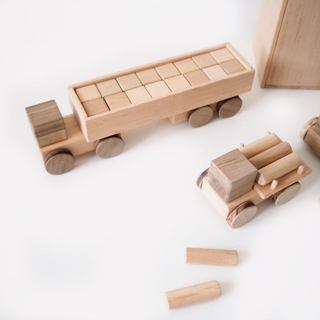 large wooden truck with logs | gifts 25-100 euro | wooden
