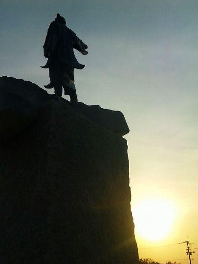 残波岬の灯台のすぐそばに、銅像が立てられました。 泰期(たいき)像です。 進貢使として琉球で初めて中国へ渡った人です。 進貢とは、偉大なる帝国である中国に服従を誓うことで、その使いとして派遣されるのが進貢使です。 服従を誓う、と書くとなにやら心穏やかな感じがしませ...