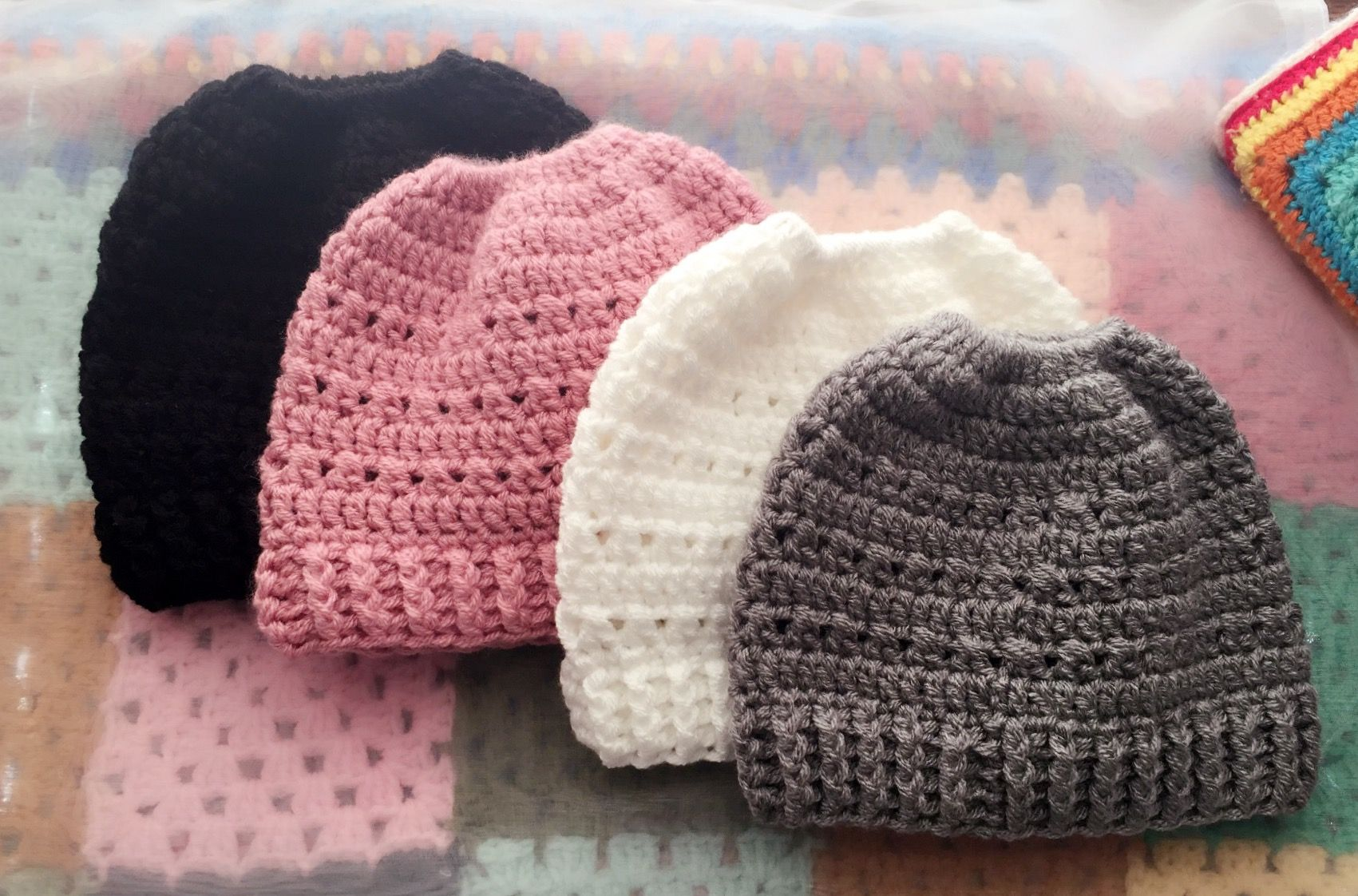 Crochet messy bun ponytail hats beanies | gorros crochet | Pinterest ...