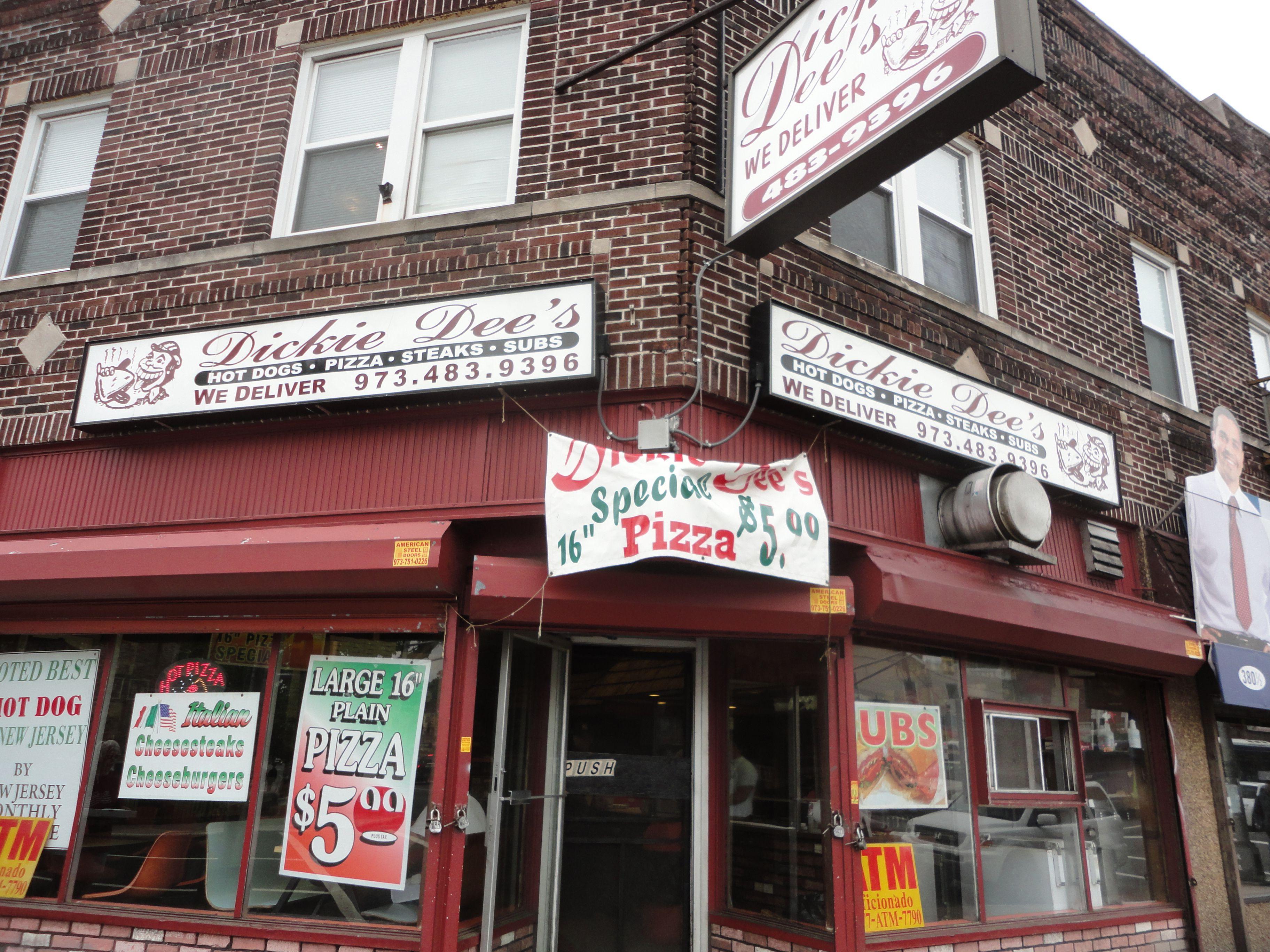 Ie Dee S Newark Nj Old School Eatery Known For Italian Hot Dogs Stuffed