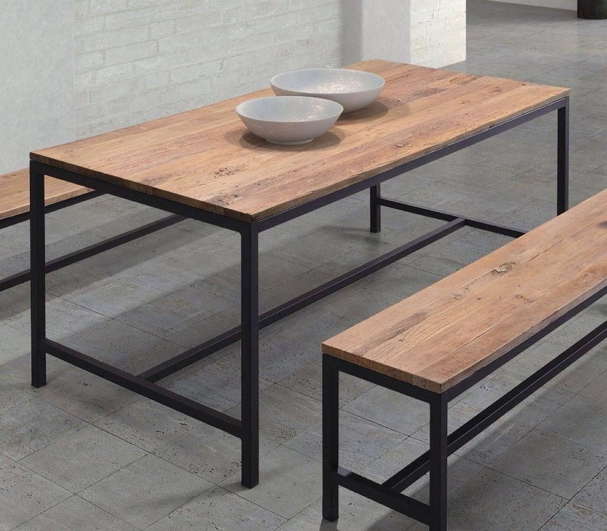 Mesas de hierro y madera dura estacionada en for Mesa industrial de madera y metal