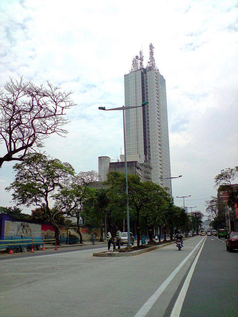 Avenida de Las Américas y Edificio Torre de #Cali #ValledelCauca #Colombia