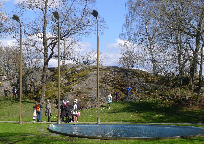 Pekka Jylhä: Lähde – Urho Kekkosen muistomerkki, 2000 - Hesperian puisto/Töölönlahti, Töölö