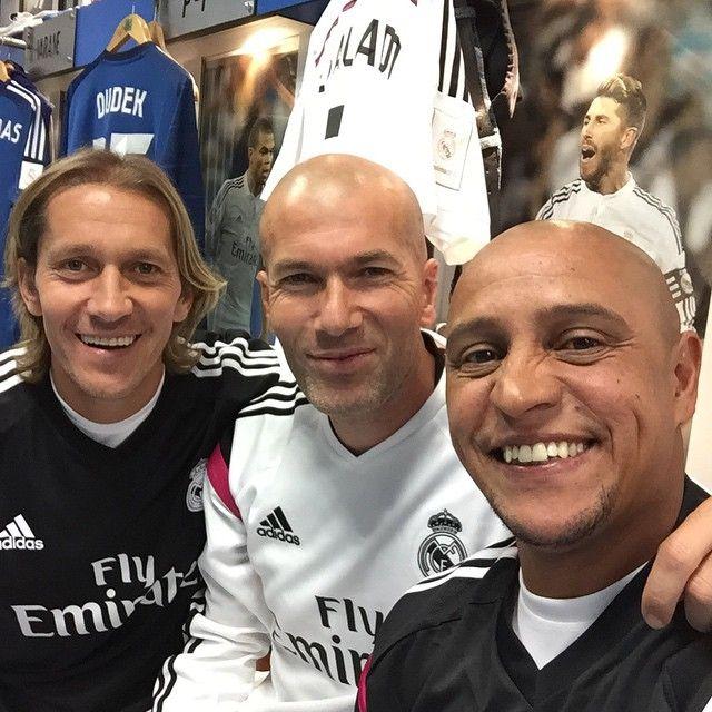 Com O Maestro Zinedine Zidane E Michel Salgado Legends Roberto Carlos Zinedine Zidane Real Madrid