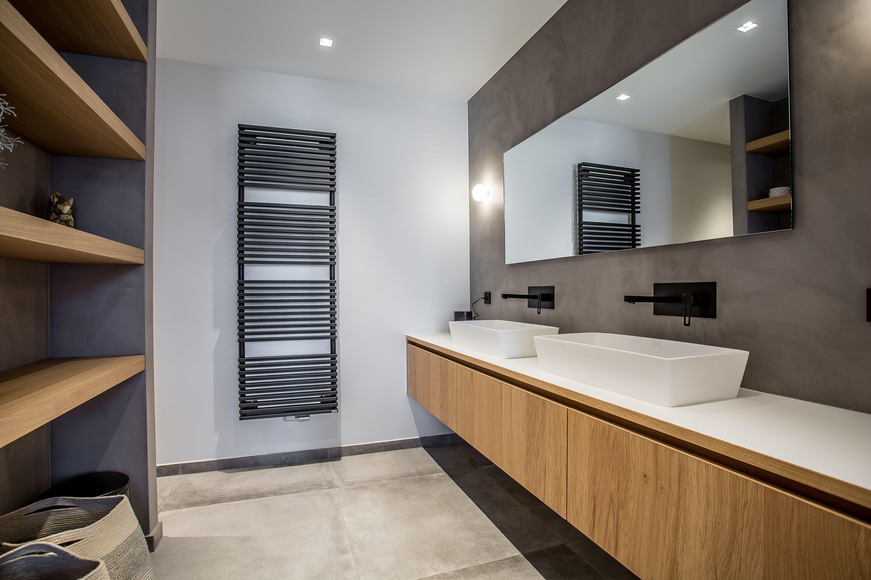 Badkamer Met Betonstuc : Natuursteentotaalbv moderne badkamer met eiken elementen