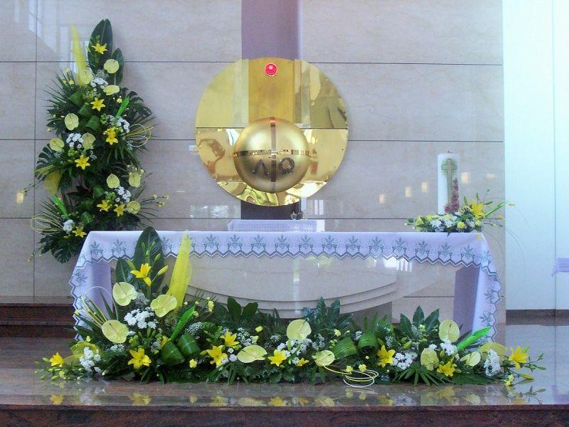 Kompozycje Kwiatowe Florystyka Kompozycje Kwiaty Margaretki Lilie Anturium Komp Church Flower Arrangements Flower Decorations Flower Arrangement Designs