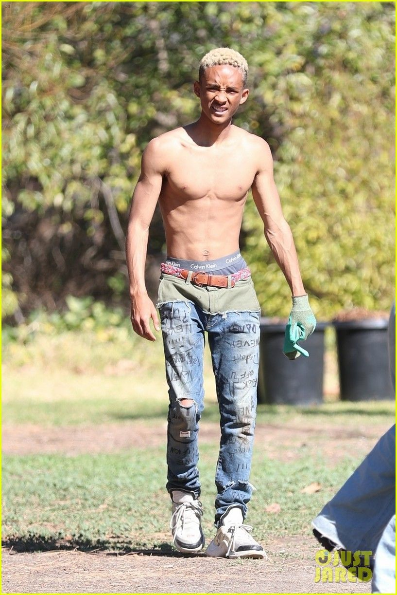 [PICS] Jaden Smiths Abs: Flaunts Six-Pack At Panorama
