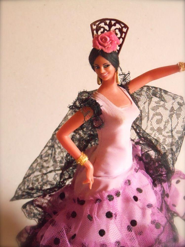 Bambole spagnole colorate vestiti e scialli frange, costume tipico flamenco spagnolo, ispirazione moda, fiori nei capelli, tessuti fiorati, spanish dolls, fashion blog immagini, amanda marzolini , the fashionamy #spanishdolls