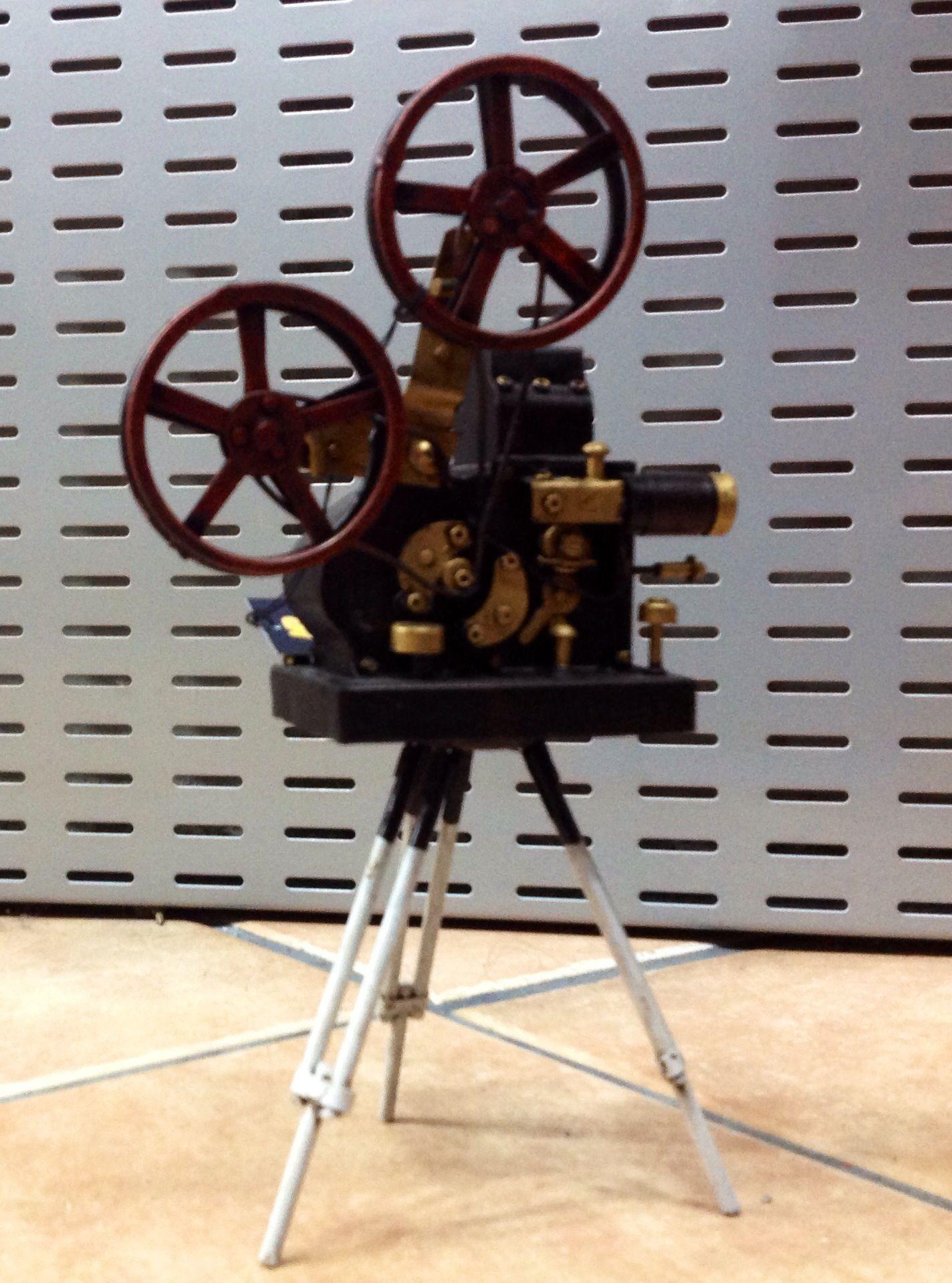 Pin De Johelis Campos En Retro Proyector De Peliculas Proyector De Cine Cines Antiguos