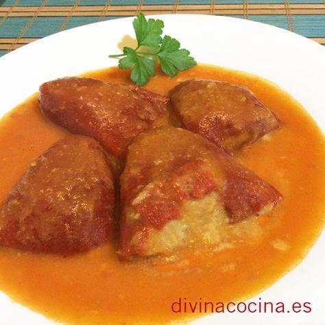 Para hacer estos pimientos del piquillo rellenos de carne es mejor usar carne picada de cerdo o mezcla de cerdo y ternera, para que el plato no pierda jugosidad.