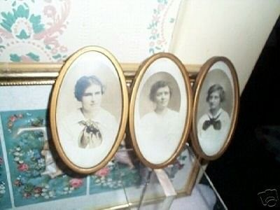 Victorian Oval Triptych Picture Frame w/Photo's (04/09/2007)