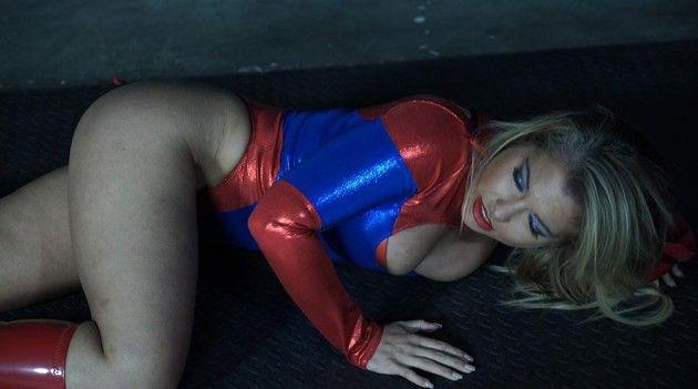 amateur girl masturbating to porn