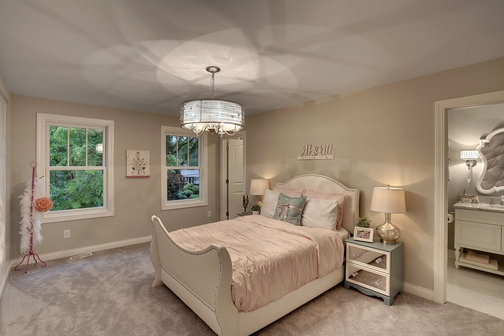 Traditional Kids Bedroom With Carpet Pendant Light