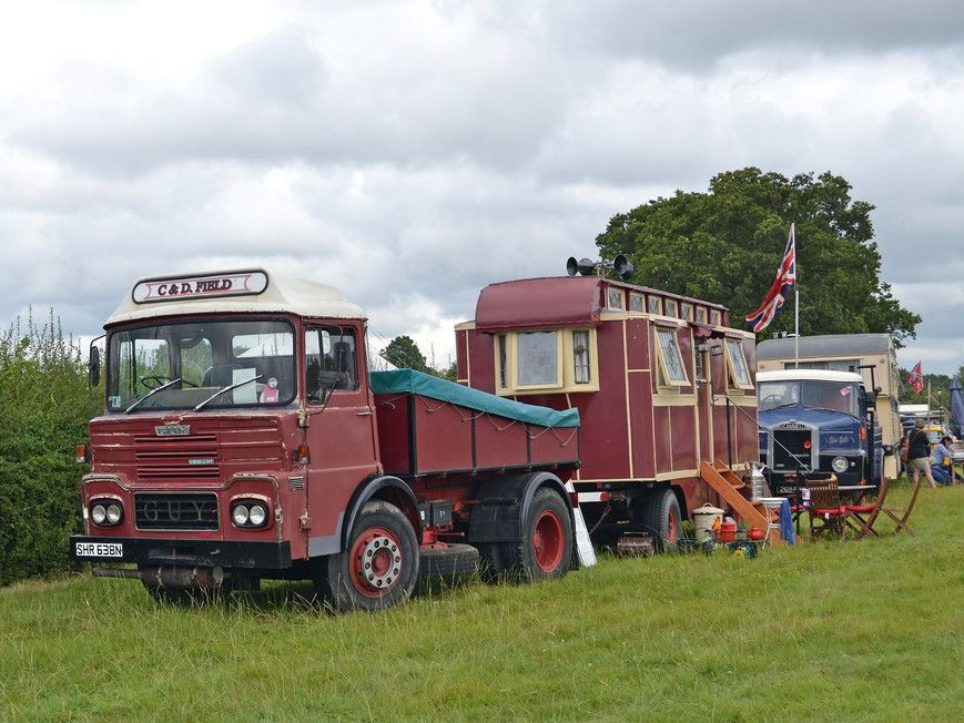 Travelling with a circus (With images) Old lorries