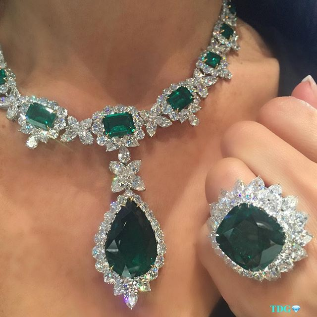 Harry Winston Ring Emerald Necklace