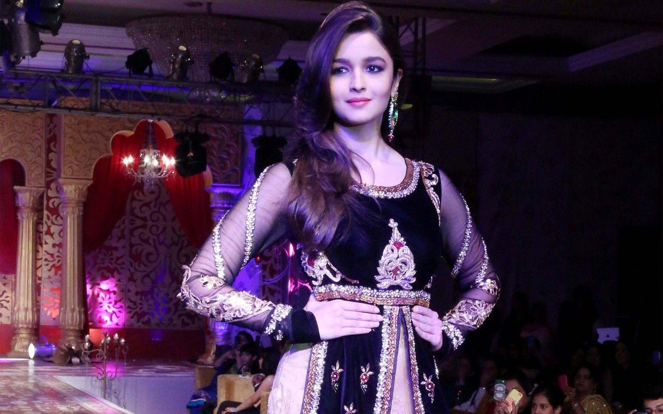 Download Alia Bhatt In Beautiful Dress Full Hd Wallpaper 1080p Ali