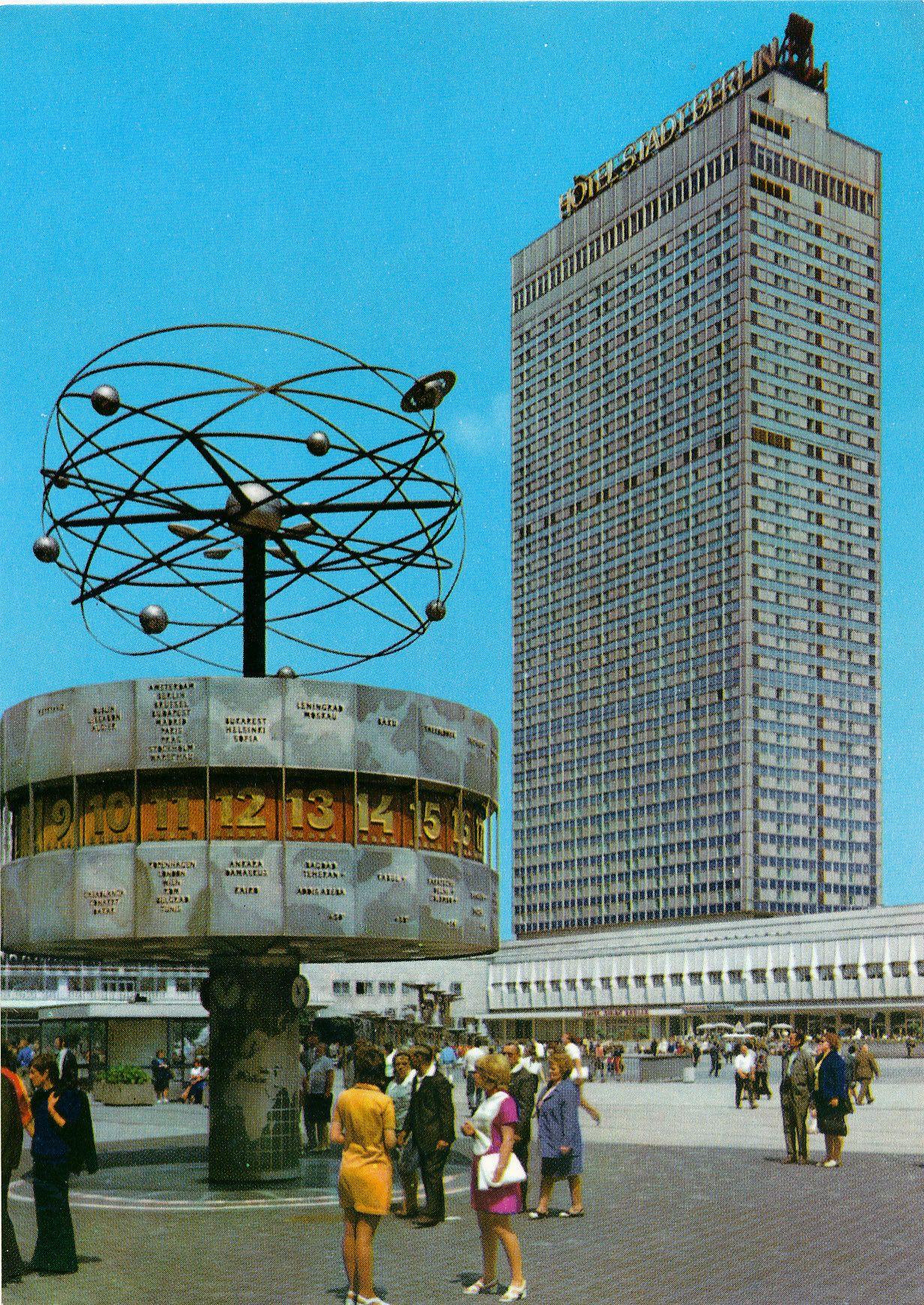 Postkarte Berlin Hauptstadt Der Ddr Alexanderplatz Mit Darstellung Der Weltzeituhr Und Des Hotels Stadt In 2020 Ddr Museum Berlin Alexanderplatz Berlin Hauptstadt