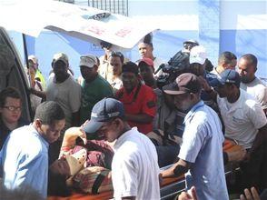 Camión cargado de asfalto aplasta un carro y deja cuatro heridos en Barahona - Cachicha.com