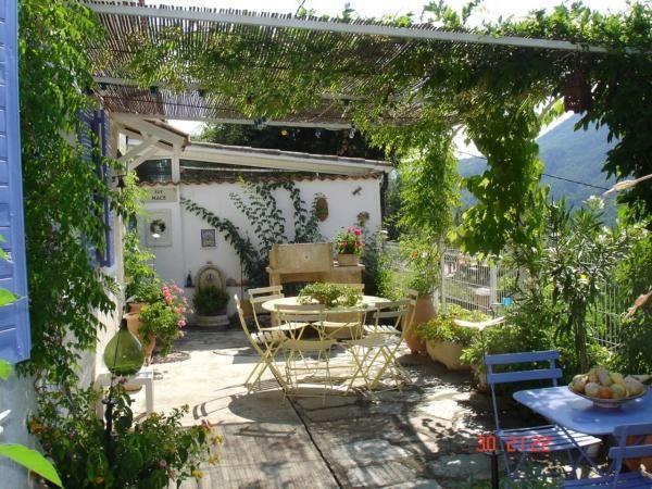 Pergola végétalisée, balcon méditerranéen | Rooftop garden ...
