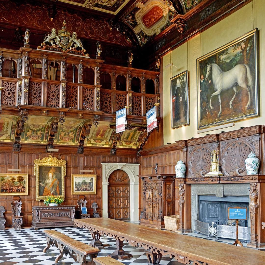 The Marble Hall still has its original oak panelling and marble floor since it was decorated in 1611. This room was used for banquets, dancing and masques.: