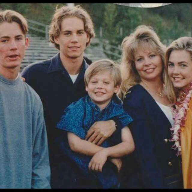Walker Family Paul Caleb Cody With Mom Sister Paul Walker Paul Walker Pictures Rip Paul Walker